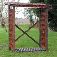Abri pour bois de chauffage en osier et Pin FSC