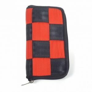 Portefeuille Jeanne en ceintures de sécurité recyclées