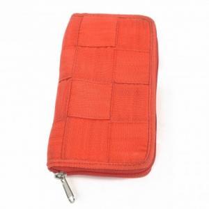 Portefeuille Pierrette en ceintures de sécurité recyclées