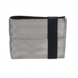 Portefeuille porte-cartes Aamir gris clair en ceintures de sécurité recyclée et chambre à air recyclée
