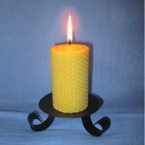 Bougie en cire d'abeille naturelle (pilier 5,5x13cm) naturellement parfumée et artisanale.