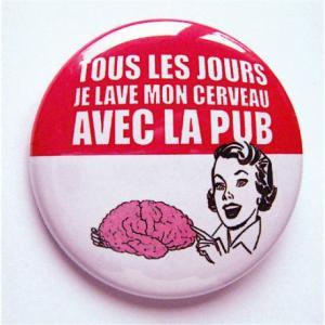 Badge ' Tous les jours je lave mon cerveau avec la pub' (Antipub)