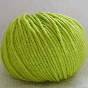 Fil à tricoter 100% laine mérinos peignée vert anis aiguille 4