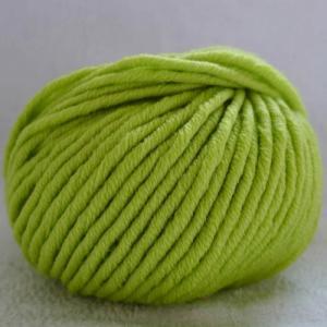 Fil à tricoter 100% laine mérinos peignée vert anis aiguille 6