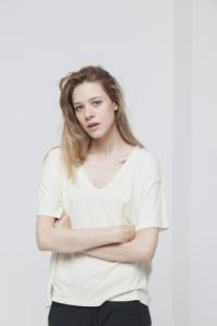 T-shirt uni col v e?cru en chanvre et coton bio - chloe