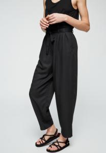 Pantalon noir en tencel - timeaa
