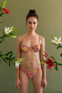 Bas de bikini en nylon recyclé - bouquet - Reset Priority