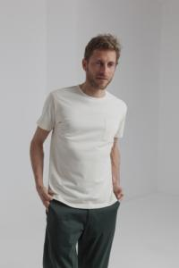 T-shirt uni blanc cassé avec poche en coton bio - Thinking Mu