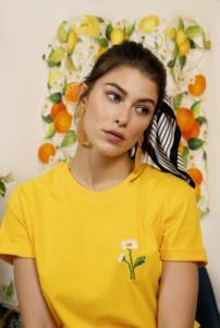 T-shirt brodé jaune en coton bio - marguerites - Johnny Romance